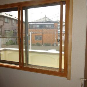 窓サッシを活用しパネルを設置しました