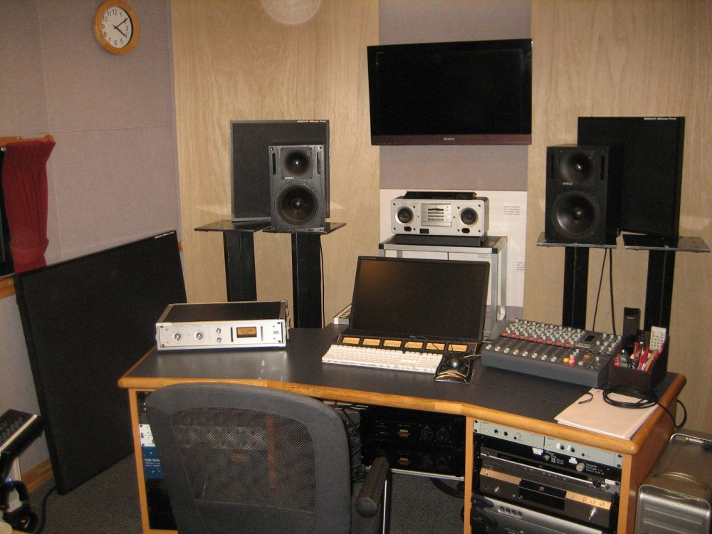 restrict sound with sound absorbing panel 株式会社静科