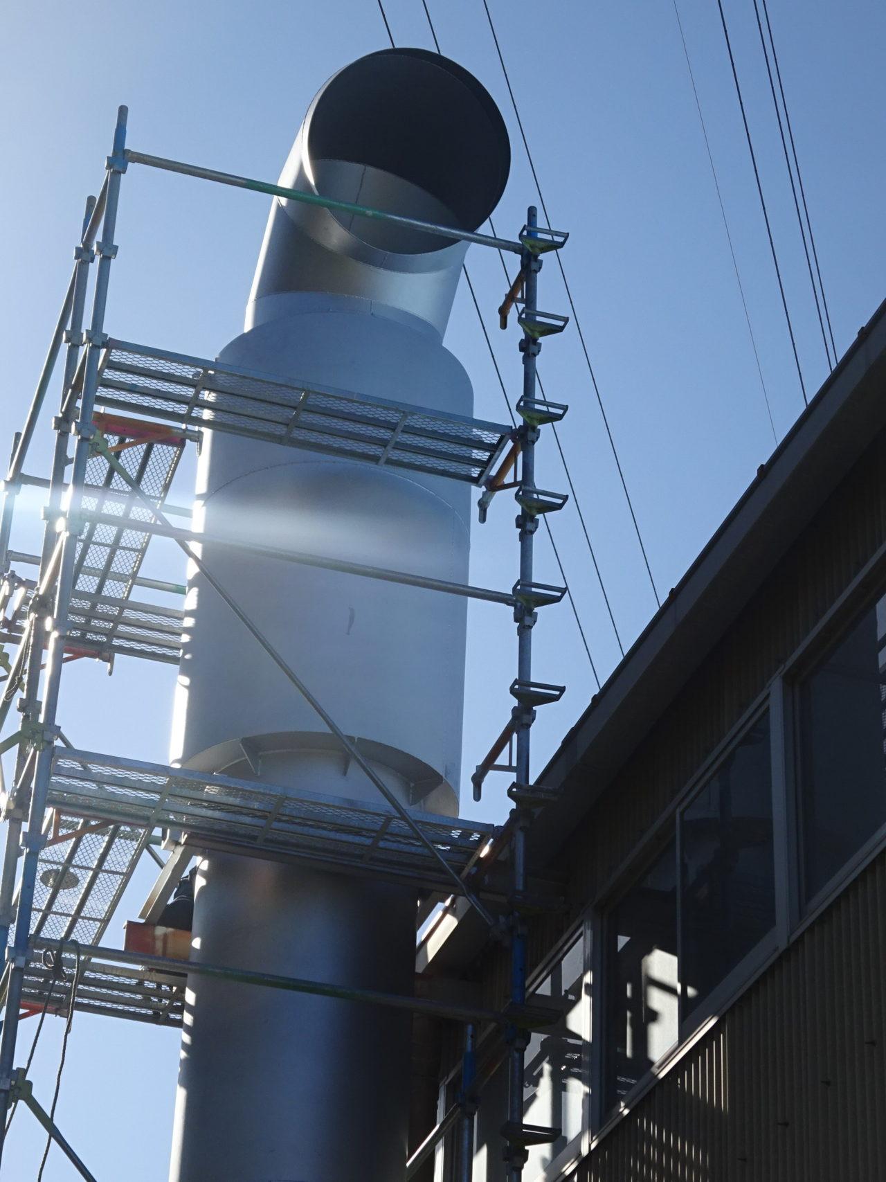 煙突排気音対策のサイレンサー